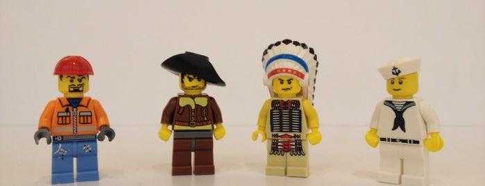 The LEGO Store is one of Locais curtidos por Brook.