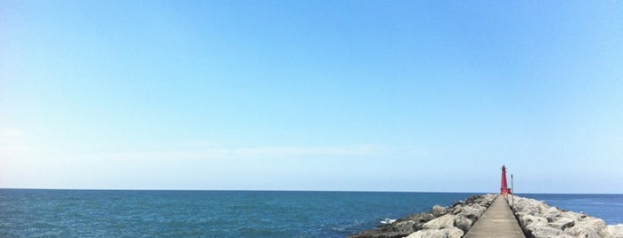Pere Marquette Park Beach is one of BWOB ADVENTURE.