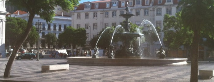 Rossio is one of Lisboa.