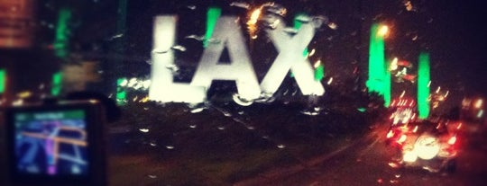 Aeroporto Internacional de Los Angeles (LAX) is one of LA Guide for Arabs ;).
