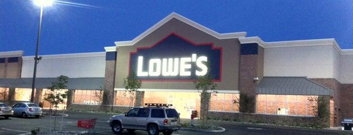 Lowe's is one of Orte, die Vince gefallen.