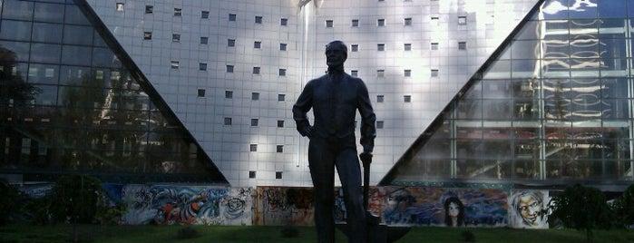 Памятник Джону Юзу is one of EURO 2012 DONETSK (MUST-SEE).