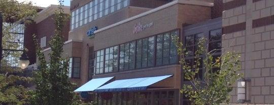 The Glen Town Center is one of Lieux qui ont plu à Melissa.