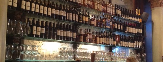 Lillie's Union Square is one of Bars To Try.