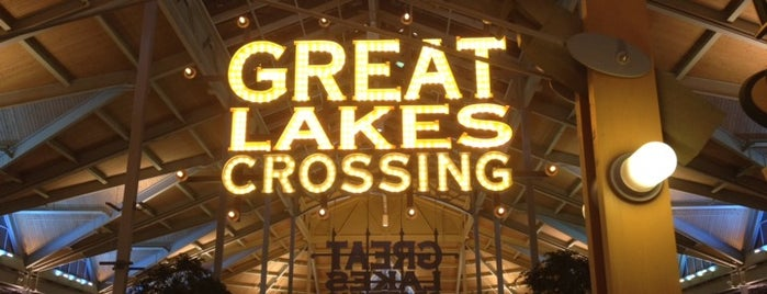 Great Lakes Crossing Outlets is one of Tempat yang Disukai Jan.