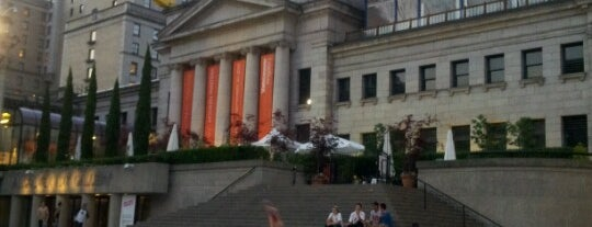 Vancouver Art Gallery is one of Tempat yang Disukai Henry.