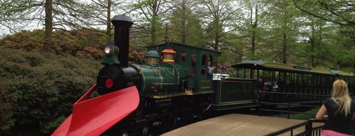 Festa Train Station - Busch Gardens is one of Going Traveling!.