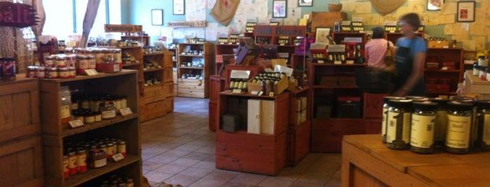 Penzeys Spices is one of Lugares favoritos de Joy.
