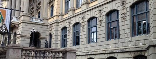 Biblioteca Nacional is one of 10 Construções Históricas para Conhecer.