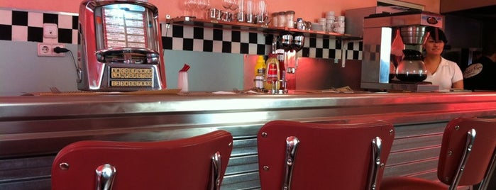 Peggy Sue's is one of Restaurantes. Madrid.