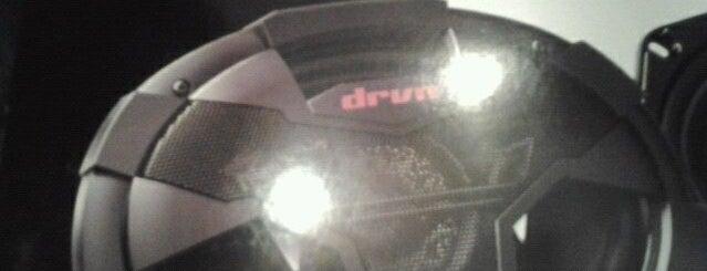 Hi-tech Car Audio is one of Lieux qui ont plu à David.