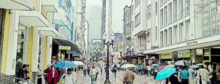 Calçadão da Rua Halfeld is one of Orte, die Thais gefallen.