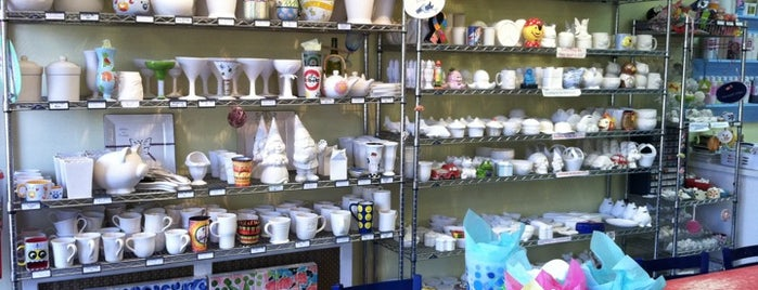 Hands On Pottery is one of สถานที่ที่ Mary ถูกใจ.