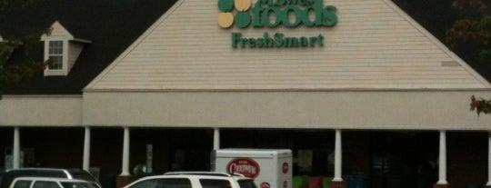 Lowes Foods is one of Matt 님이 좋아한 장소.