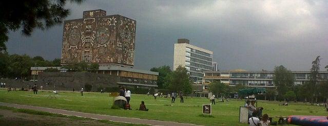 Universidad Nacional Autónoma de México is one of Algunos lugares....