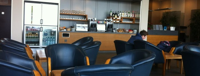 Menzies Aviation Lounge is one of Lugares favoritos de Денис.