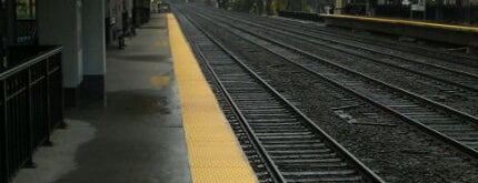 Metro North - Darien Train Station is one of New Haven Line & Northeast Corridor (Metro-North).