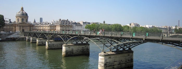 Pont des Arts is one of  Paris Sightseeing .