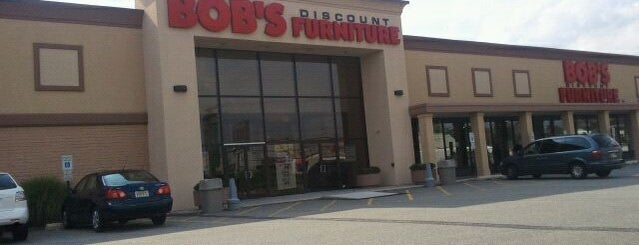 Bob's Discount Furniture is one of Ron 님이 좋아한 장소.