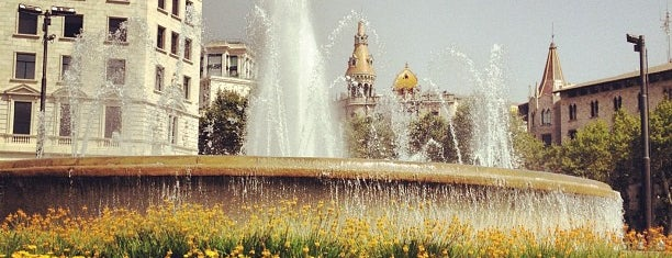 Plaça de Catalunya is one of Barcelona Essentials.