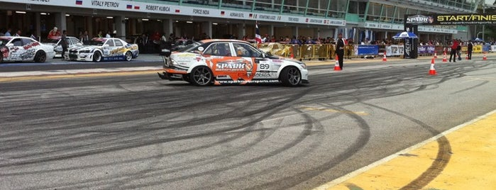 Marina Bay Street Circuit is one of Bucket List for Gearheads.