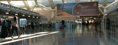 Международный аэропорт Торонто Пирсон (YYZ) is one of Airports I've flown thru.