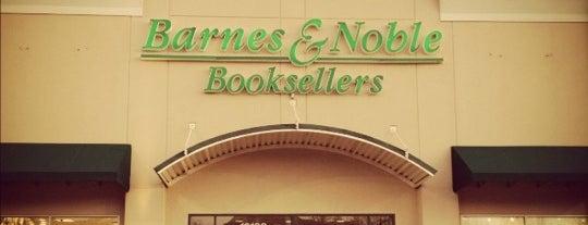 Barnes & Noble is one of Emma 님이 좋아한 장소.