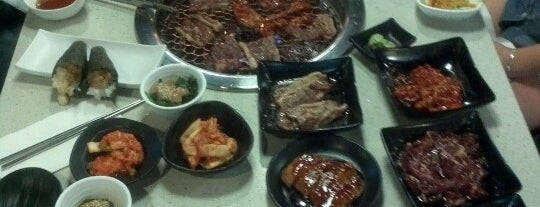 Kyo Korean BBQ & Sushi is one of Orte, die Moe gefallen.