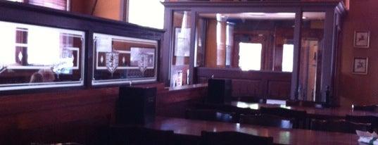 Llywelyn's Pub is one of Matt'ın Kaydettiği Mekanlar.