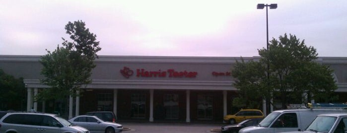 Harris Teeter is one of Lugares favoritos de Michael.