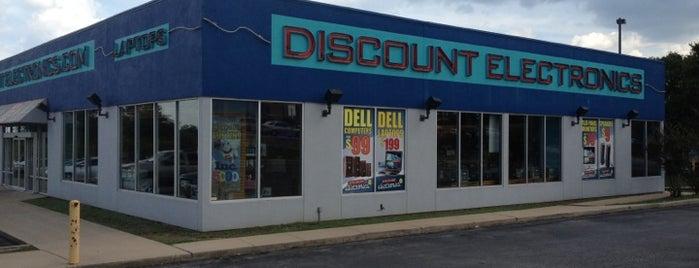 Discount Electronics is one of Tempat yang Disukai Austin.