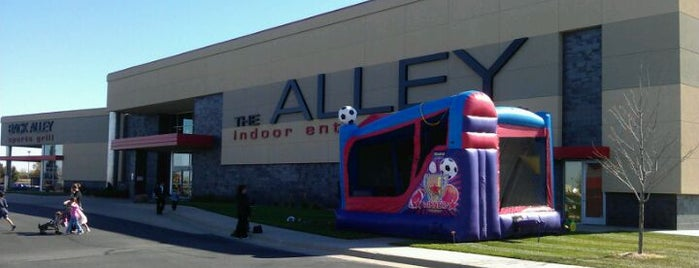The Alley Indoor Entertainment is one of Lugares guardados de Wichita Marriott Hotel.