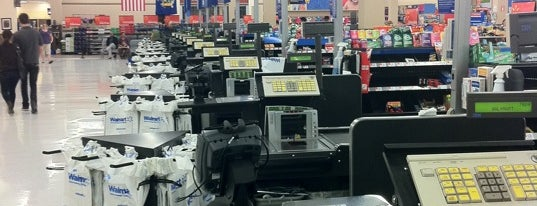 Walmart Supercenter is one of Lieux sauvegardés par Nicholas.