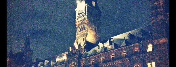 Georgetown Üniversitesi is one of College Love - Which will we visit Fall 2012.