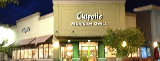 Chipotle Mexican Grill is one of Locais curtidos por Philip.