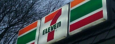 7-Eleven is one of Orte, die Jason gefallen.
