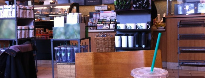Starbucks is one of Lieux qui ont plu à Matías.