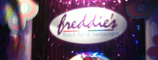 Freddie's Beach Bar is one of Jen'in Beğendiği Mekanlar.
