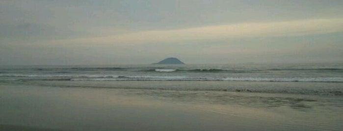 Praia de Itagua is one of Tempat yang Disukai Tatiana.