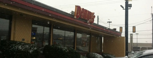 Denny's is one of Stephanieさんのお気に入りスポット.