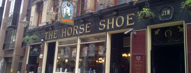 The Horse Shoe Bar is one of Lieux qui ont plu à Carl.