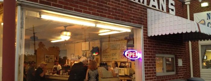 Allman's Pit BBQ is one of สถานที่ที่ Allen ถูกใจ.