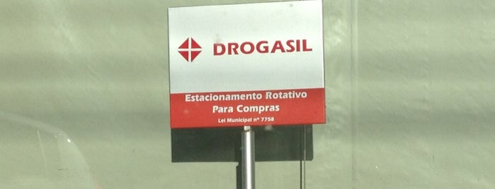 Drogasil is one of Locais curtidos por Alê.