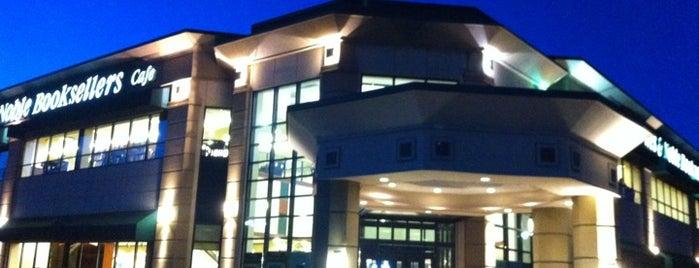 Barnes & Noble is one of Mirinha★ 님이 좋아한 장소.