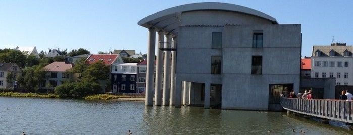 Prefeitura de Reiquiavique is one of Iceland Grand Tour.