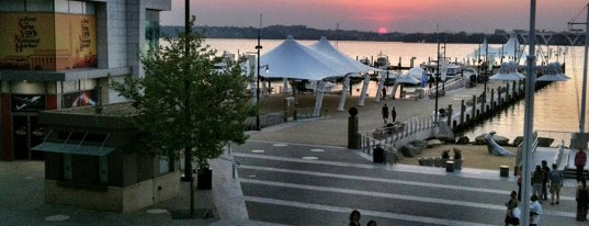 National Harbor Boardwalk is one of Locais salvos de kazahel.
