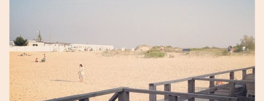 Silver Point Beach Club is one of Karen'in Beğendiği Mekanlar.