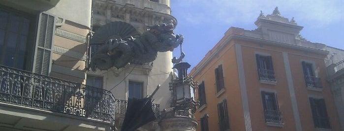 La Rambla is one of Lugares de Barcelona.