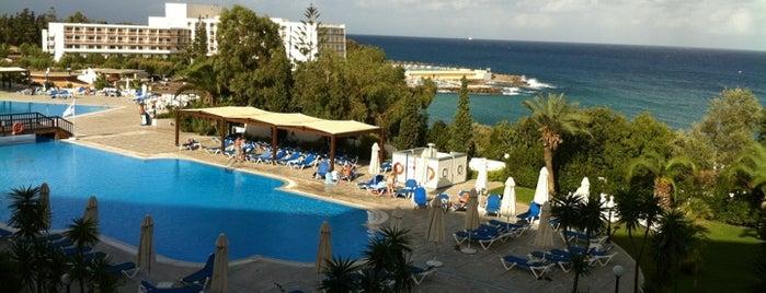 Aldemar Paradise Royal Mare Hotel is one of Lugares favoritos de Mitya.
