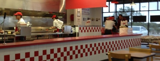 Five Guys is one of Tylerさんのお気に入りスポット.